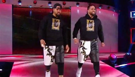Pics, Video From Smackdown Tag Team Title Match at