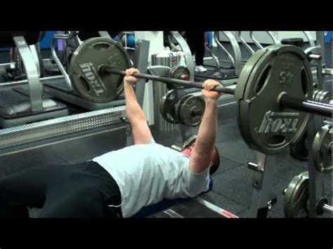 225 POUND BENCH PRESS MAX REPS - Me benching 225 for max