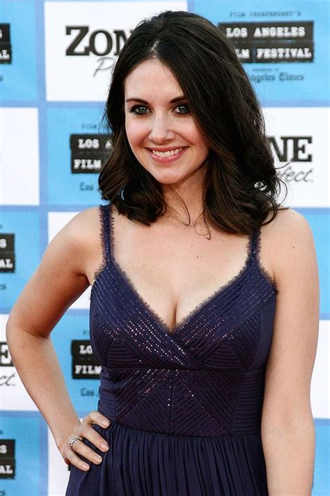 Alison Brie Bra Size, Age, Weight, Height, Measurements